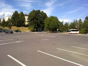 Parkovisko pod baštou krátko po zavedení - august 2012 (pracovný deň)