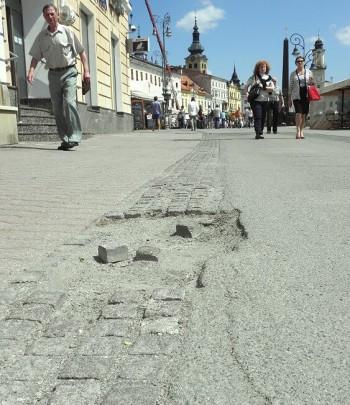 cesta asfalt namestie snp