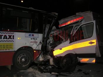 nehoda sanitky a autobusu sasova