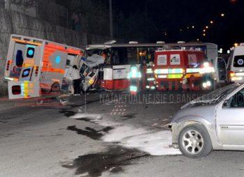 autobus a sanitka nehoda