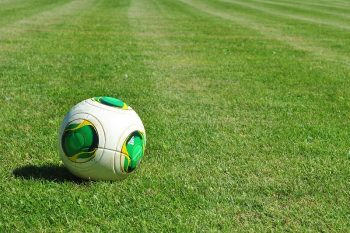 lopta futbal trávnik
