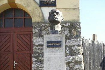busta m. r. stefanik