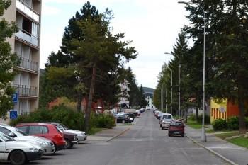 slnecna ulica parkovanie ulica