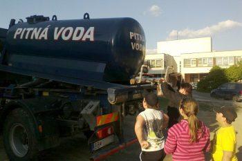 pitna voda, havaria vody, vodovodne potrubie porucha, cisterna