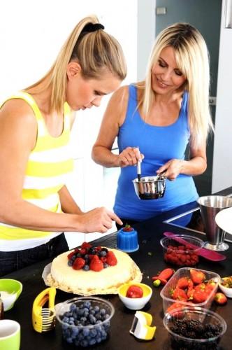 Ema a Emma pri pečení