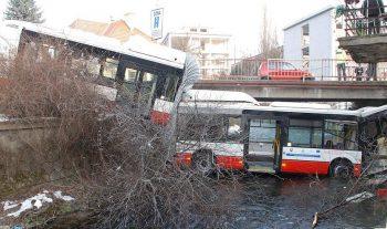 autobus v bystrickom potoku