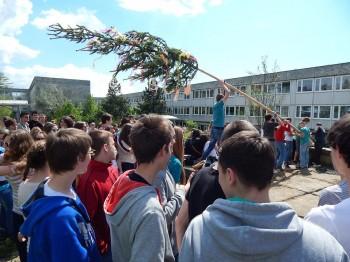 Stavanie maja na Gymnaziu J.G.Tajovskeho, Banská Bystrica, 1.5.2014