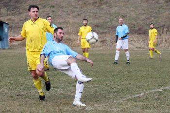 Futbal - TJ Tatran Harmanec vs. TJ Družstevník Mièiná - 22.03.2015 - Harmanec