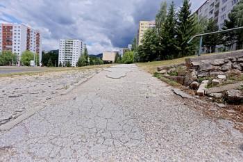 chodnik cesta, foto mesto   BBonline.sk, ZVonline.sk