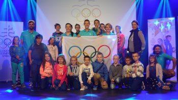 Sportovci Matej Totoh, Lucia Hrivnak Klocova a Martina Hrasnova s detmi
