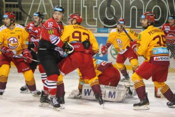 Hokej - HC 05 iClinic Banska Bystrica vs. Dukla Trencin - 28.12.2015 - Banska Bystrica