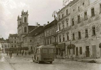Pohľad_na_Thurzov_dom_z_námestia_po_2._svetovej_vojne