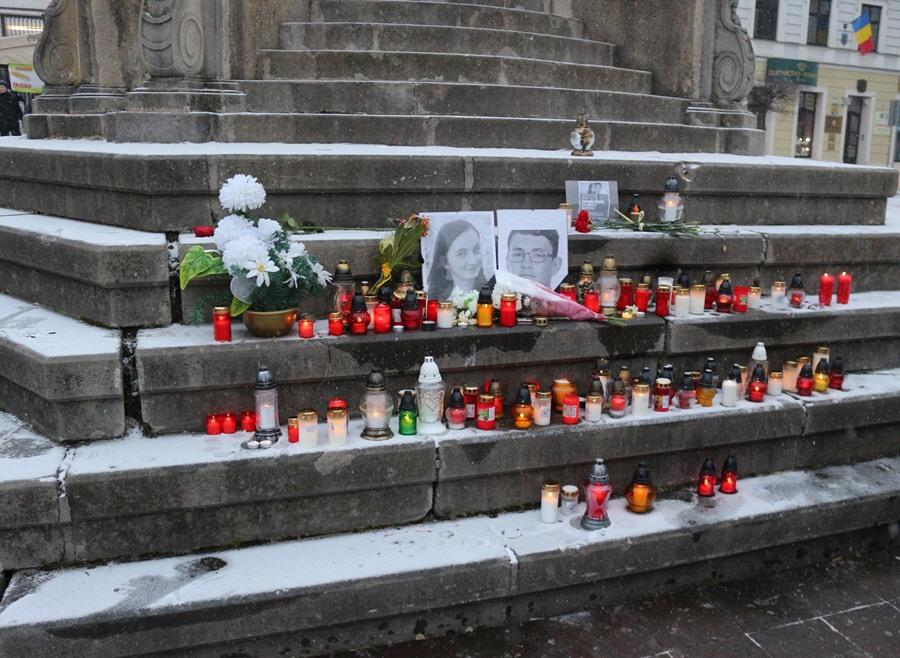 a0783c93850c Fotogaléria - FOTO  Sviečky pre zavraždeného novinára a jeho priateľku