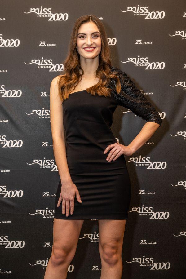 Ivana Zvaríková